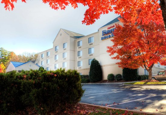 Fairfield Inn & Suites Raleigh Crabtree Valley: Exterior