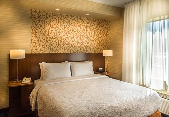Dulles, VA: King Suite – Sleeping Area