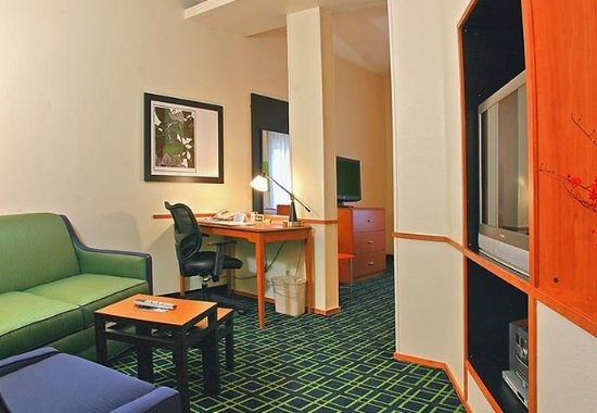 Brunswick, Джорджия: King Suite Sitting Area