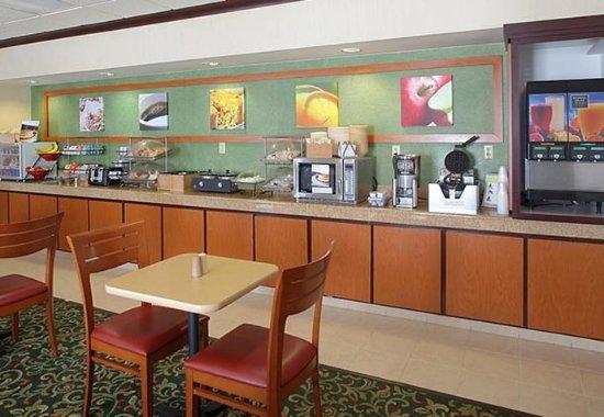 Fairfield Inn & Suites Cleveland Streetsboro: Breakfast Area