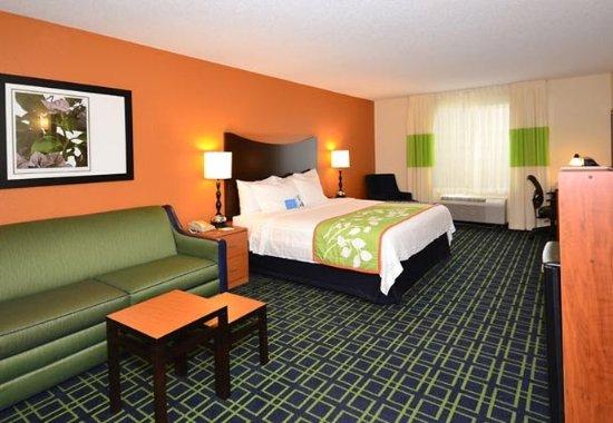 Jefferson City, MO: Executive King Suite