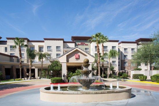 Hilton Garden Inn Phoenix/Avondale: Hotel Exterior Day