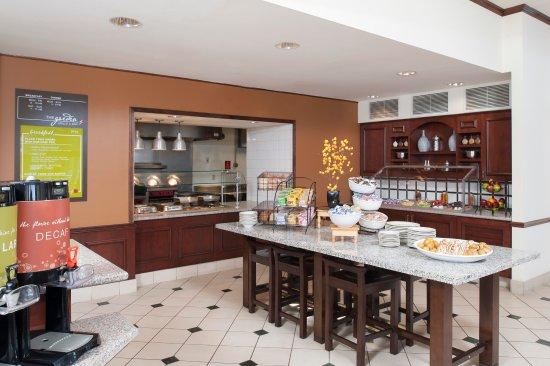 Oakdale, Minnesota: Hilton Garden Inn St. Paul/Oakdale - The Garden Grille & Bar Breakfast Buffet  