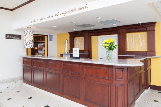 Oakdale, Minnesota: Hilton Garden Inn St. Paul/Oakdale - Front Desk
