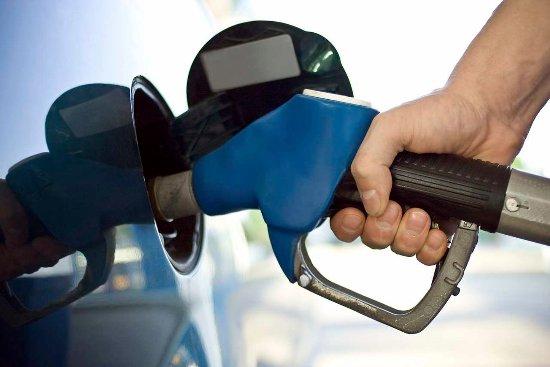 Irving, TX: Gas pumping into car