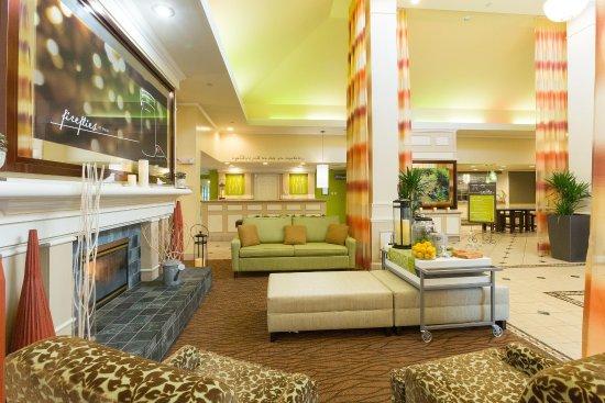 Hilton Garden Inn Jacksonville Airport: Spacious Lobby