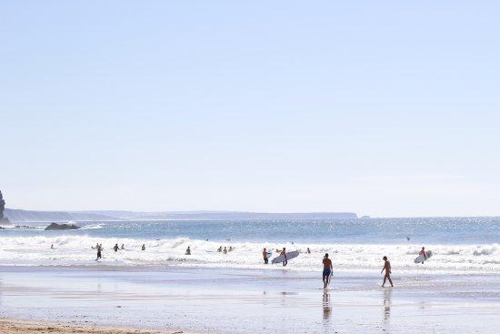 Arrifana Beach : Surferos