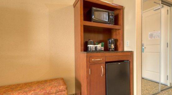 Meridian, MS: In room mini refrigerator, microwave