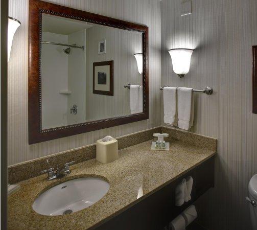 วอลแทม, แมสซาชูเซตส์: Granite bathroom counter tops
