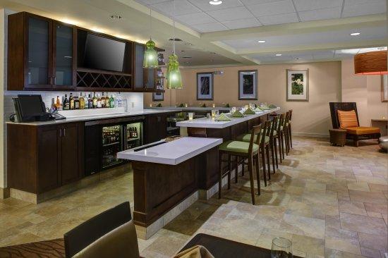 วอลแทม, แมสซาชูเซตส์: Lounge and Bar