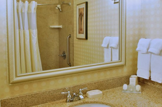 Oconomowoc, WI: Accessible Bathroom