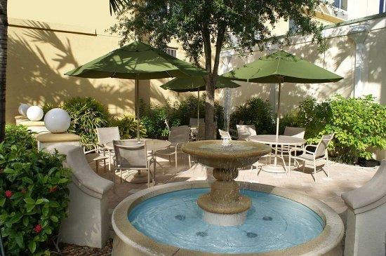 Dania Beach, FL: Patio Fountain