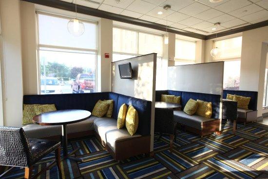 Westbury, NY: Lobby Area