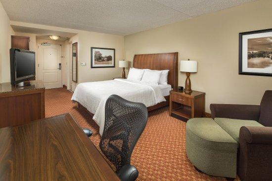 Hilton Garden Inn Chattanooga / Hamilton Place: King Bed with Desk