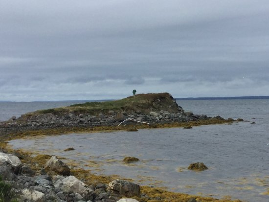 Arichat, Canadá: Spit of land to one side on the house