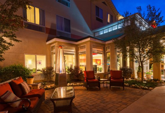 Hilton Garden Inn Flagstaff: Outside Patio