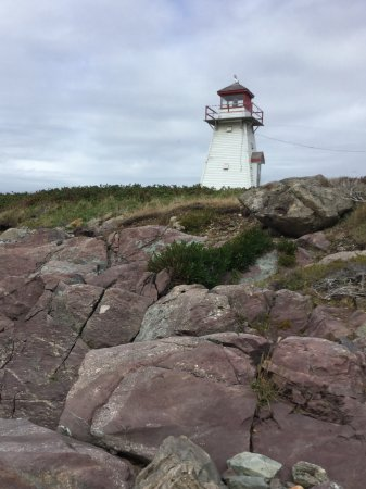 Arichat, Kanada: Rocks to the other side