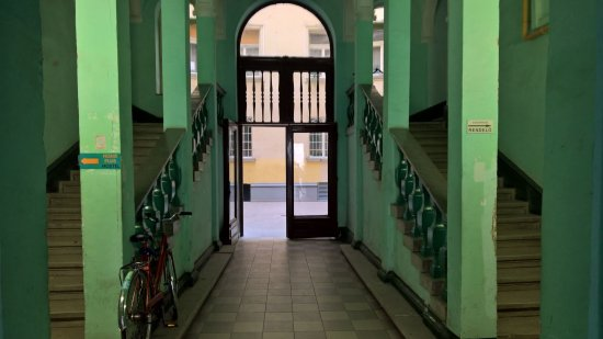 Home Plus Hostel: Entrada del portal