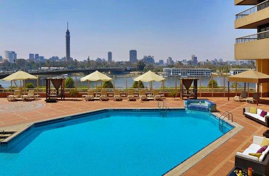 Ramses Hilton: Outdoor Pool Terrace