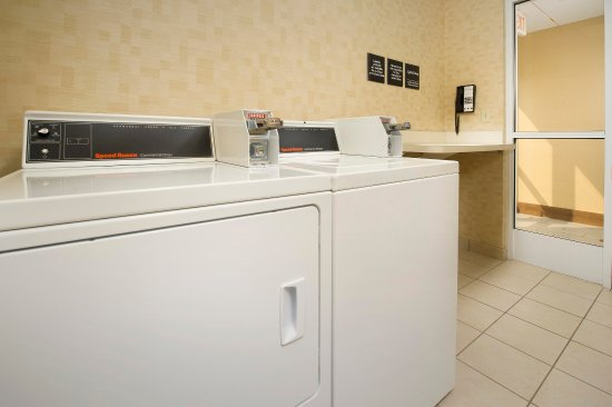 Liverpool, NY: Guest Laundry