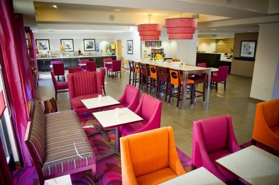 Hampton Inn Oakland-Hayward: Lobby