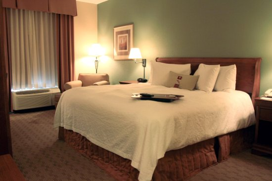 Canfield, OH: King Room