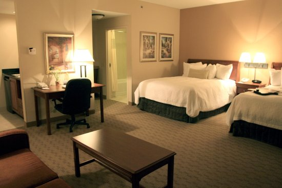 Canfield, OH: Double Queen Suite