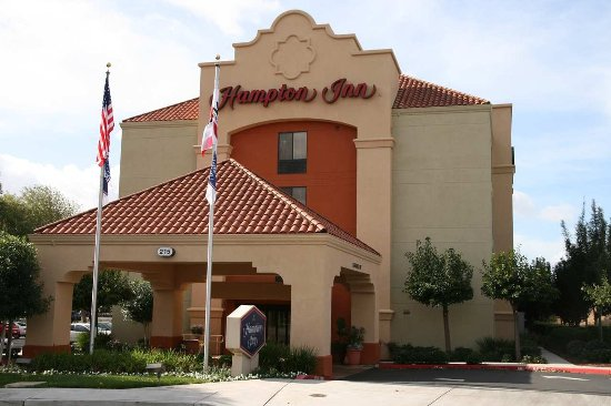 Hampton Inn Milpitas: Side Entrance
