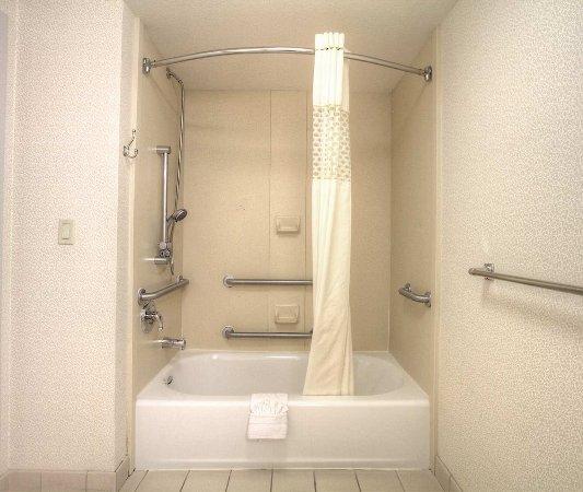 Milpitas, Californien: Accessible Tub