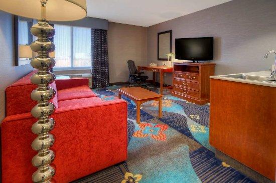 Hampton Inn Milpitas: King Suite Living Area