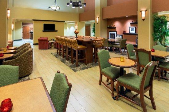 Yuba City, Καλιφόρνια: Our Modern Hotel Lobby