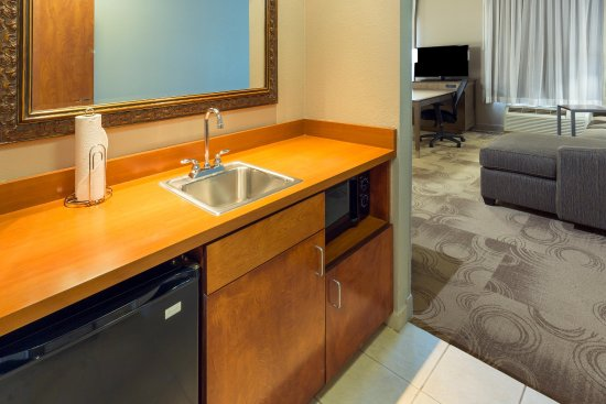 Yuba City, Kaliforniya: Suite Wet Bar
