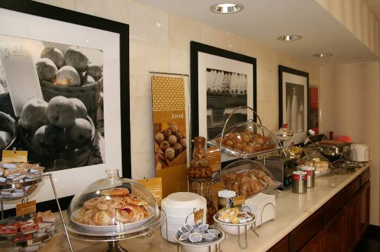 Hampton Inn San Francisco - Daly City: Breakfast Bar