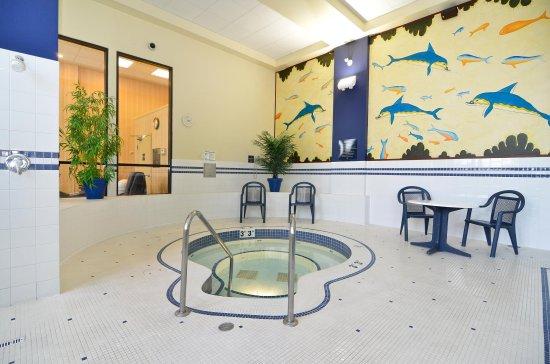 Surrey, Canada: Hot Tub