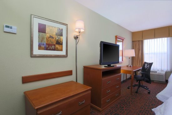 Fairview Heights, IL: Two Queen Room Amenities
