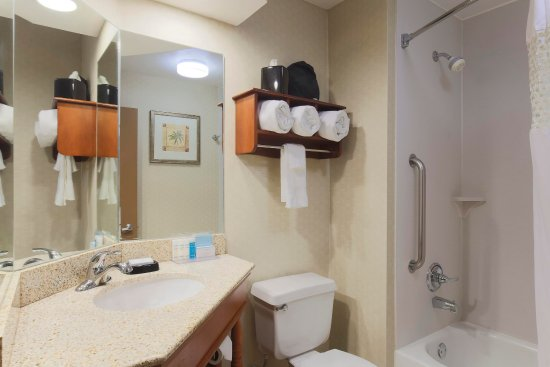 Fairview Heights, IL: Standard Queen Bathroom