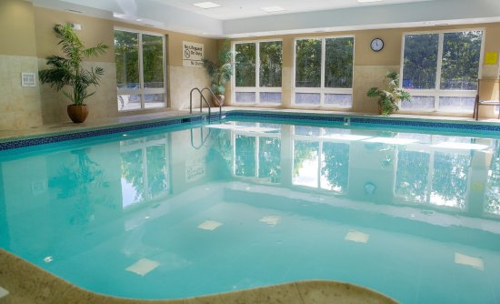 Hampton Inn & Suites Greenfield: Indoor Heated Pool