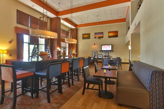 Hampton Inn & Suites Schertz: Free Hot Breakfast