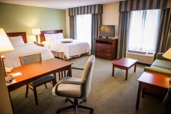 Hampton Inn & Suites Springfield - Southwest: Two Queen Studio