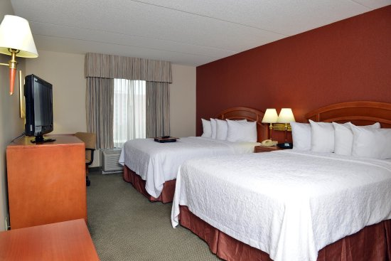 Hampton Inn & Suites by Hilton Windsor: 2 QUEEN BEDS