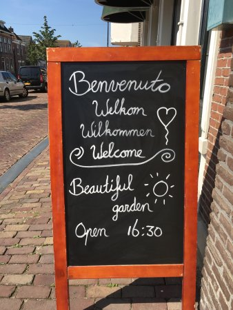 Franeker, Hollanda: 'Wanneer u echt uit bent en u heeft het naar uw zin, dan kunnen wij tevreden zijn. Benvenuto bij