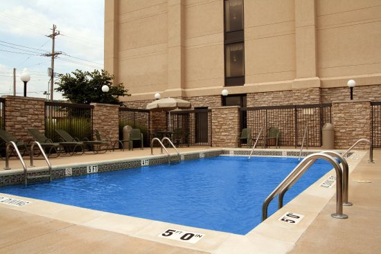 Saint Ann, MO: Outdoor Swimming Pool