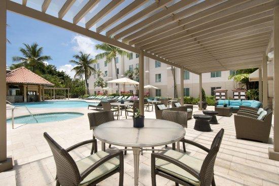 Hampton Inn & Suites San Juan: Pool Area