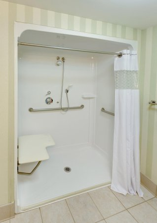 South Plainfield, Nueva Jersey: Accessible Bath - Roll-in