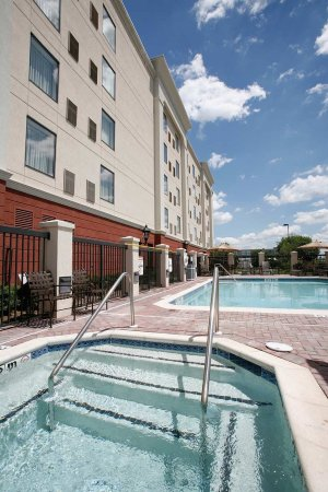 South Plainfield, Nueva Jersey: Outdoor Pool & Spa