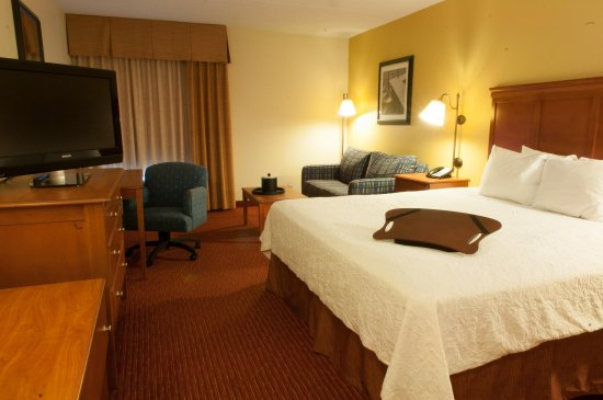 Clarksville, IN: King Guest Room