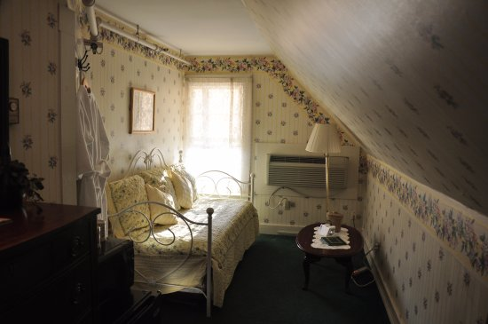 Woodstock, NH: The Tripoli Room - Day Bed & Decor