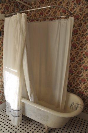 Woodstock, Nueva Hampshire: The Claw-Foot Tub - Tripoli Bathroom