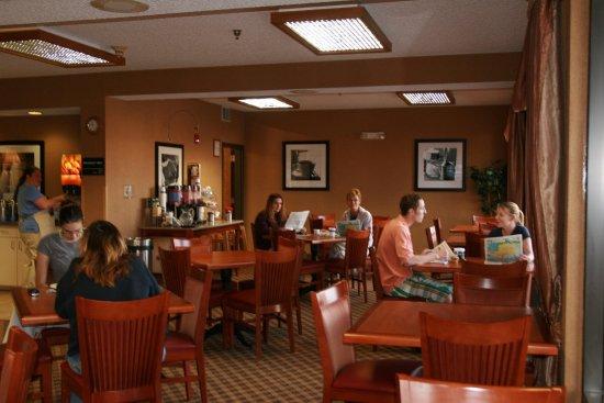 Salina, KS: Dining Area