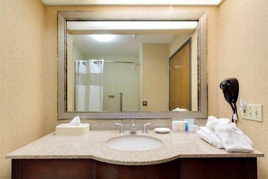 Salina, KS: Bathroom